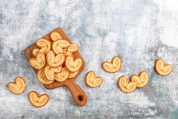 달콤한 퍼프 페이스트리, 수제 팔미에 쿠키.