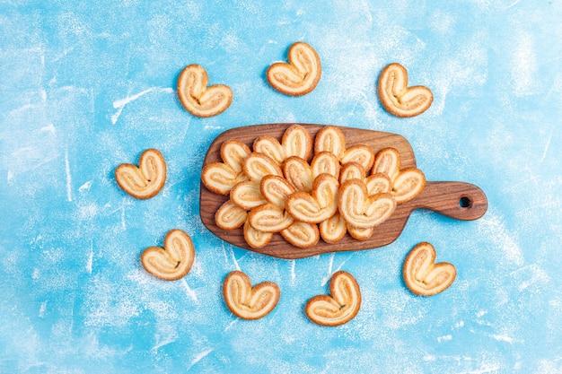 Pasta sfoglia dolce, biscotti fatti in casa più palmi.