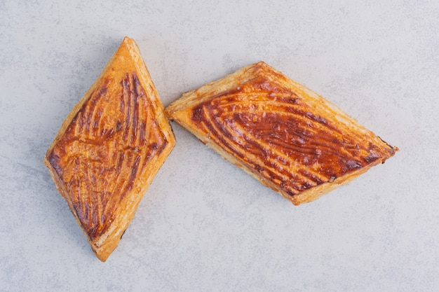 大理石の甘いひし形のクッキー。
