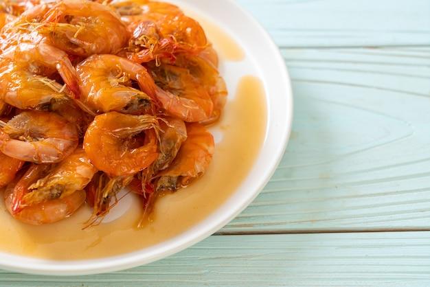 Сладкие креветки - это тайское блюдо, которое готовят с рыбным соусом и сахаром - азиатский стиль еды.