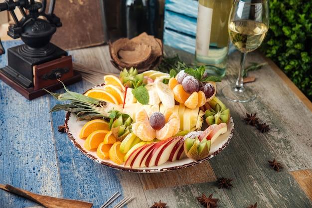 白ワインの甘いスナックフルーツ盛り合わせ