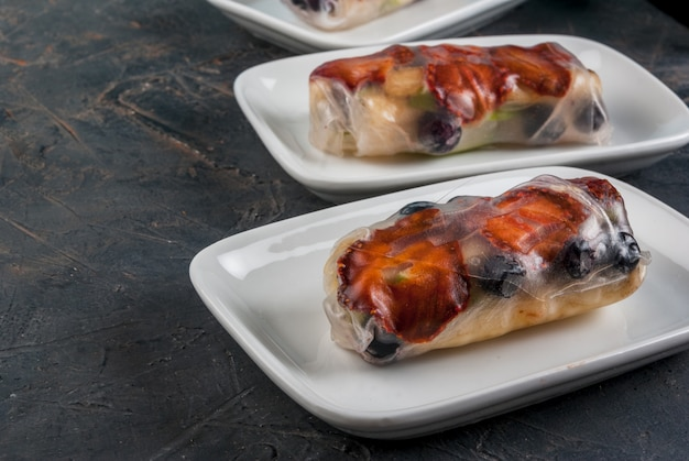 Sweet spring rolls with fruits and berries