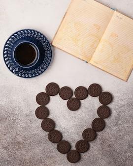Сладкий чай и кофе. печенье, крендели, крекеры, рогалики. сладкие радости к чаю