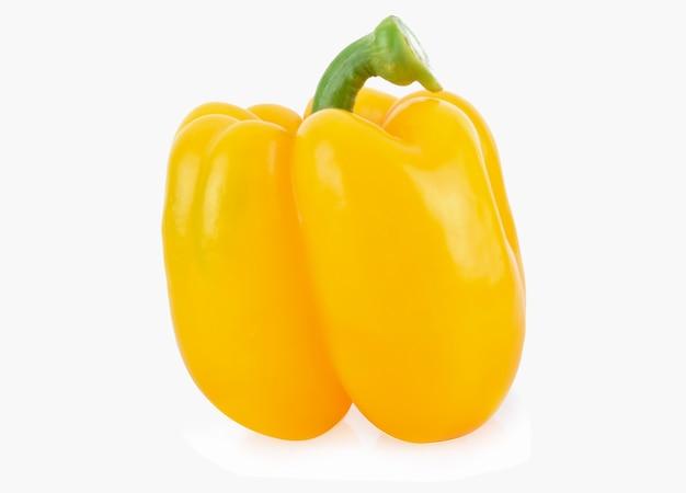 Сладкий желтый перец, изолированные на белом фоне