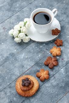 Сладкое вкусное печенье с чашкой кофе серый, печенье сахарное бисквитное сладкое