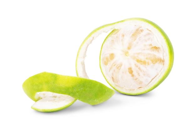 スウィーティー、緑のグレープフルーツまたは白い背景のザボン