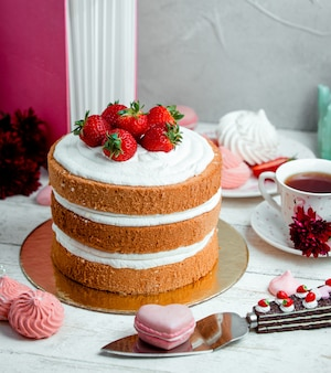 Sweety honey cake with strawberries