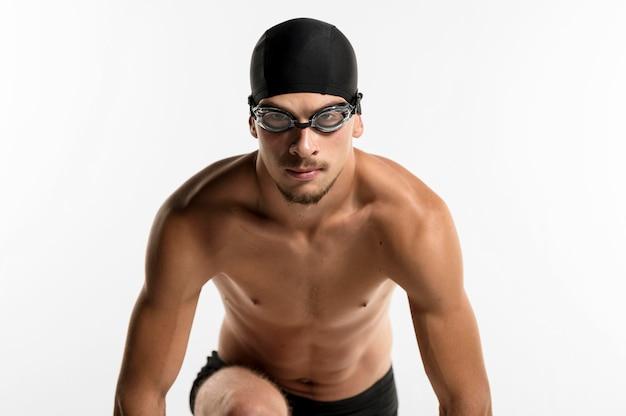 Nuotatore che si prepara per la gara