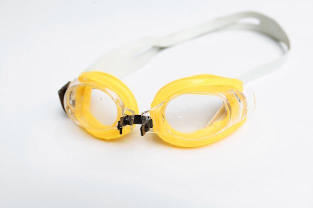 Плавательные очки изолированы