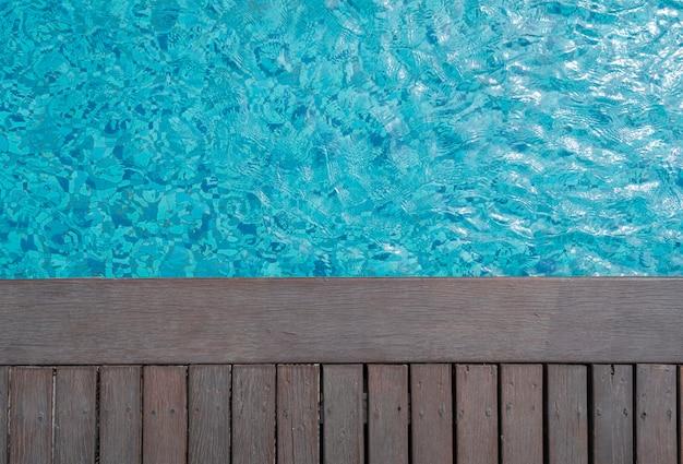 Фон бассейна и деревянной палубы