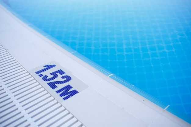 Swimming pool depth warning sign 1.52m for adults indicated on the side