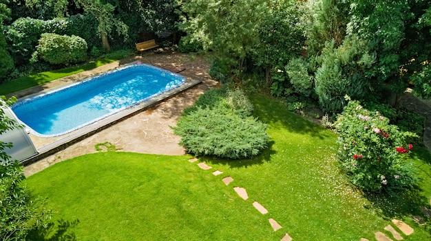 아름다운 정원 공중 평면도에 수영장
