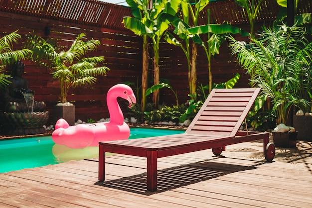 Бассейн роскошного тропического отеля