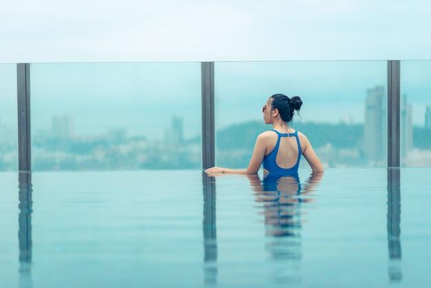 아름다운 도시 전망, 파타야, 태국 옥상에 수영장