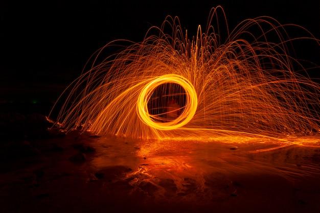 돌 위에 화재 소용돌이 철강 양모 빛 사진