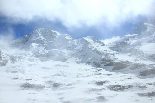 유명한 관광 열차 빙하 표현, 스위스에서 봄에 스위스 알프스.