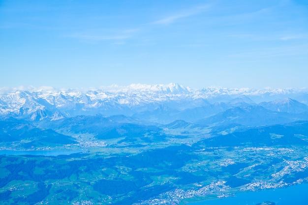 スイスのスイスアルプス。空中パノラマビュー