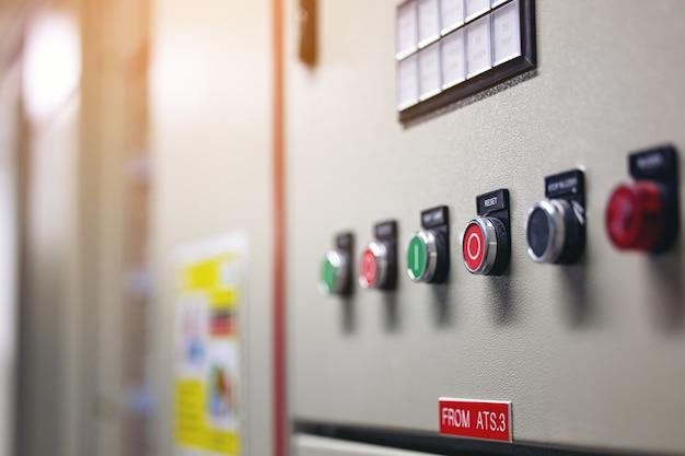 Панель управления переключателем с большим количеством дна на заводе для отключения питания выключателя при включении тока