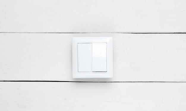 흰색 나무 벽, 미니멀리즘을 켜십시오.