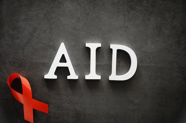 인간 면역 결핍 바이러스 질병의 상징. 빨간 리본. 도움의 손길과 지원. 배경.
