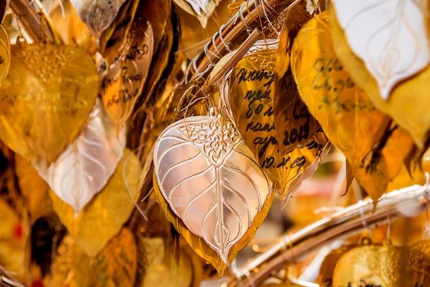 Символы буддизма. юго-восточная азия. детали буддийского виска в таиланде.