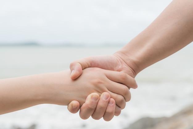 사랑의 상징. 남자와여자가 손을 잡고 몇입니다.