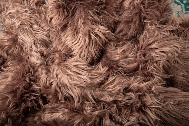 長いパイル織りの背景を持つ合成ラグまたは茶色のファブリックカーペット