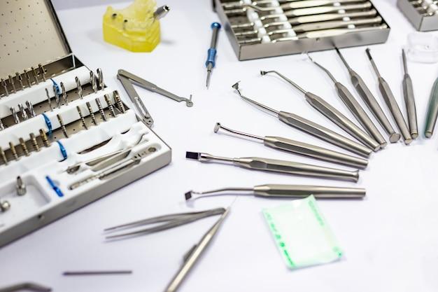Система брекетов в кабинете стоматолога.