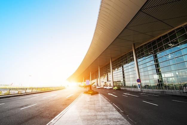 北京のt3空港ビルのシーン。