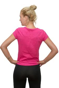 白地にピンクのtシャツと美しいブロンドの女の子の背面図