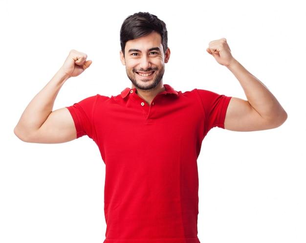 赤いtシャツとの強力なティーン
