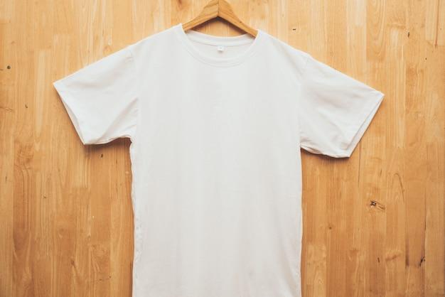 空白のtシャツ