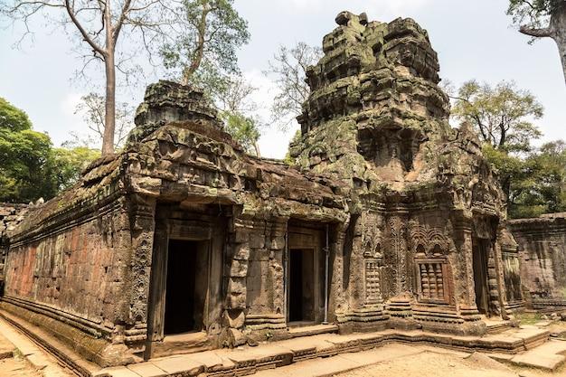 Руины храма та пром в ангкор-ват в сием рип, камбоджа