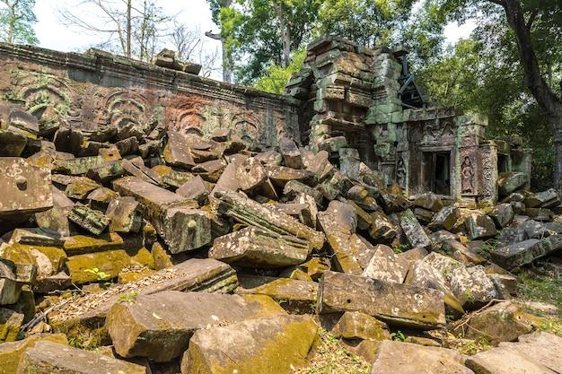 カンボジア、シェムリアップのアンコールワットにあるタプローム寺院の遺跡
