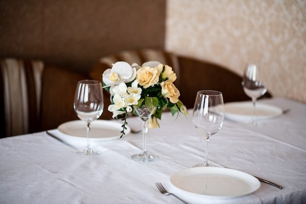 Table decoration of flowers