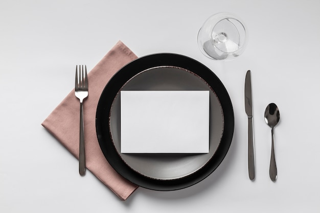 Этикет за столом с пустой картой