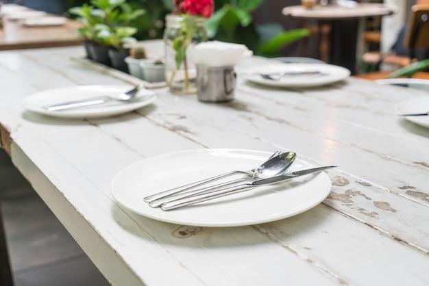 食卓に置かれたテーブル