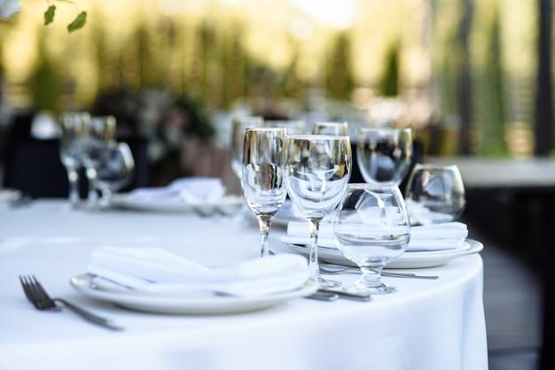 レストランのテーブルセッティング