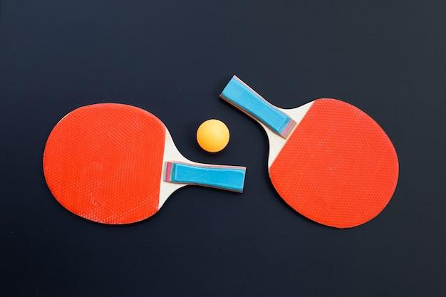 탁구 장비 라켓과 공. 건강 개념을위한 스포츠