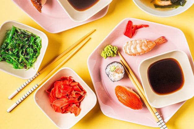 전통적인 일본 음식, 평면도와 테이블.