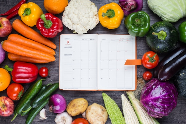 Table with vegetables and an agenda