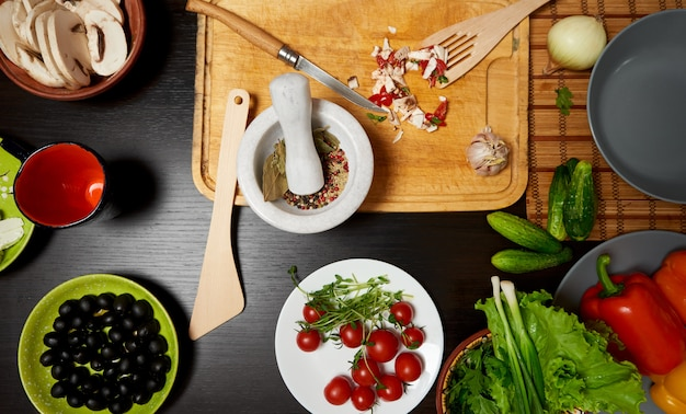 Table with vegetables ready for a healthy salad