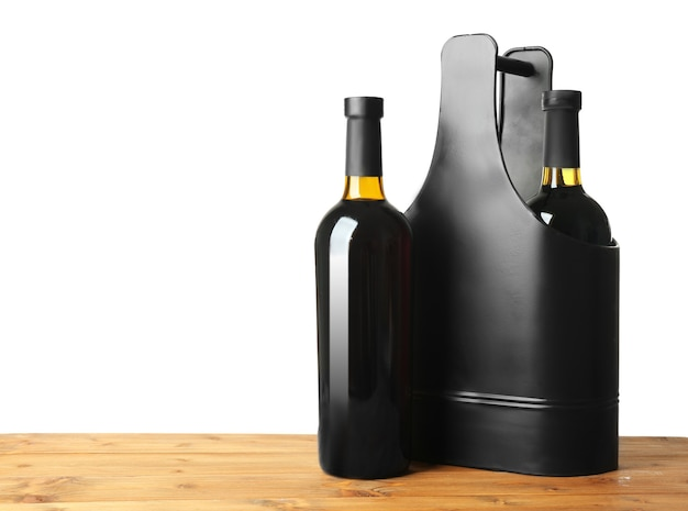Стол с винными бутылками и подарочной коробкой на белом фоне