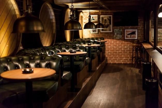 Столы в хорошем ресторане