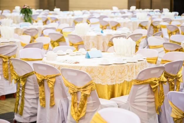 宴会場に置かれたテーブル