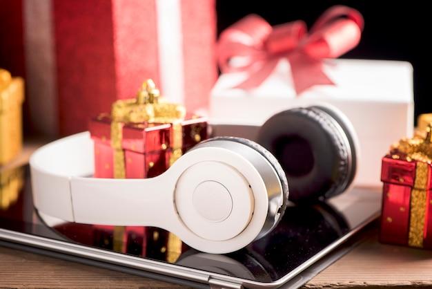Планшет и наушники лучшие рождественские подарки
