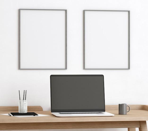 태블릿 및 나무 테이블에 키보드