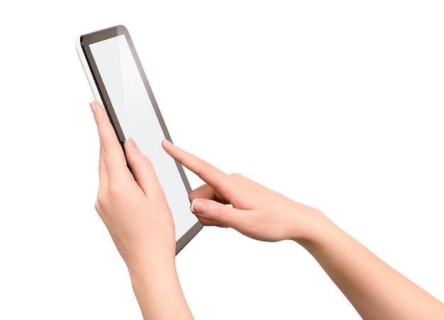 孤立した白い壁に女性の手でタブレットコンピューター