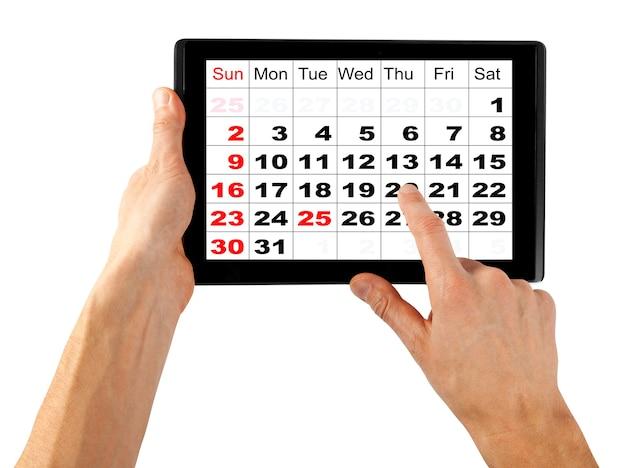 흰색 배경에 손에 고립 된 태블릿 컴퓨터. ipad pc처럼 12월 달력