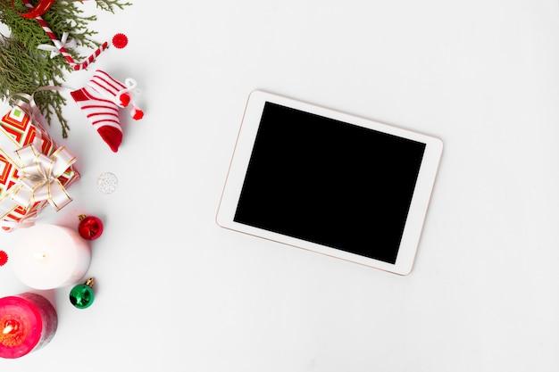 Дисплей таблеток рождество, еловые ветки красное украшение